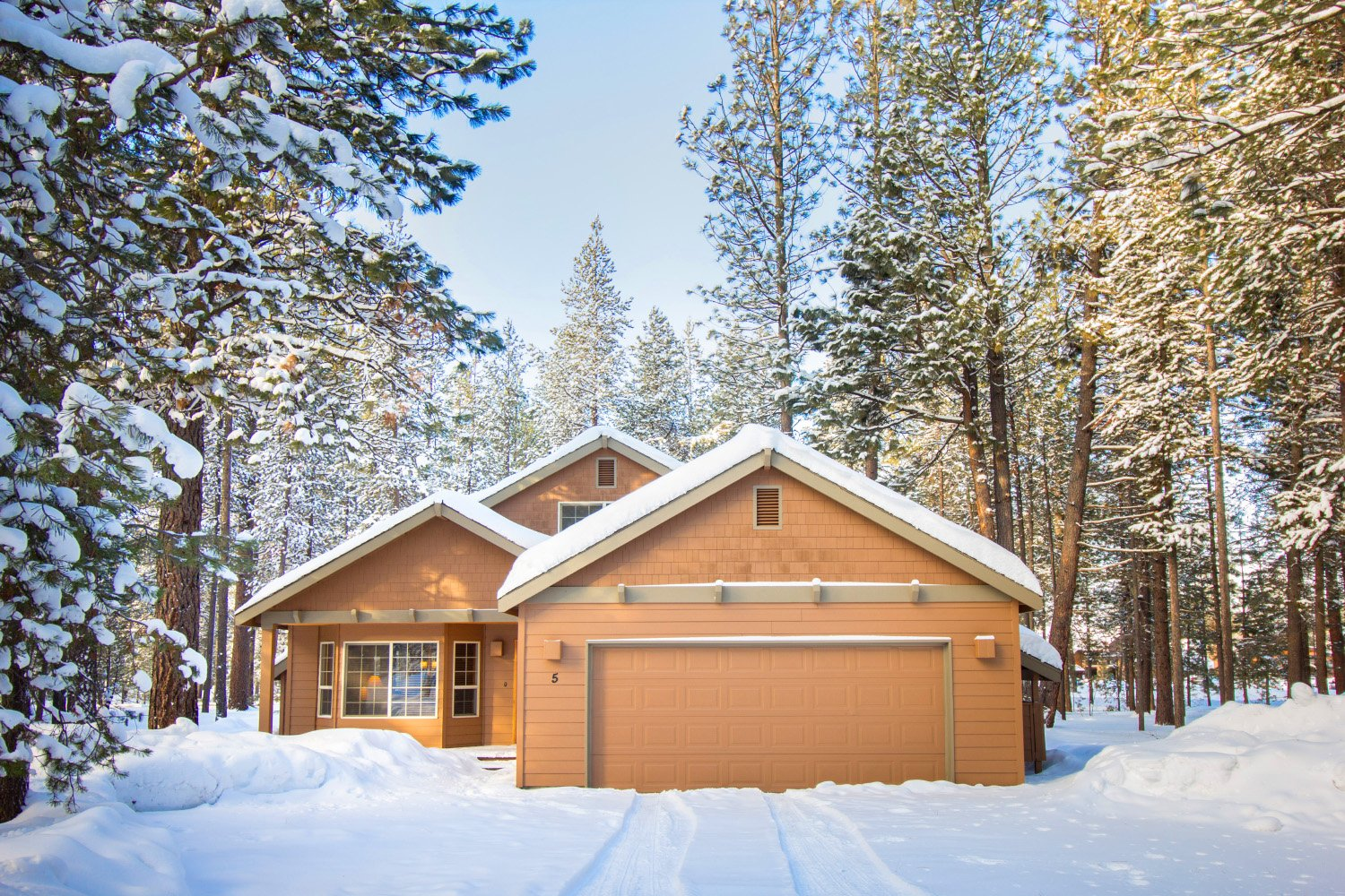 Vacation Homes in Sunriver Oregon by Liz Wade Photography